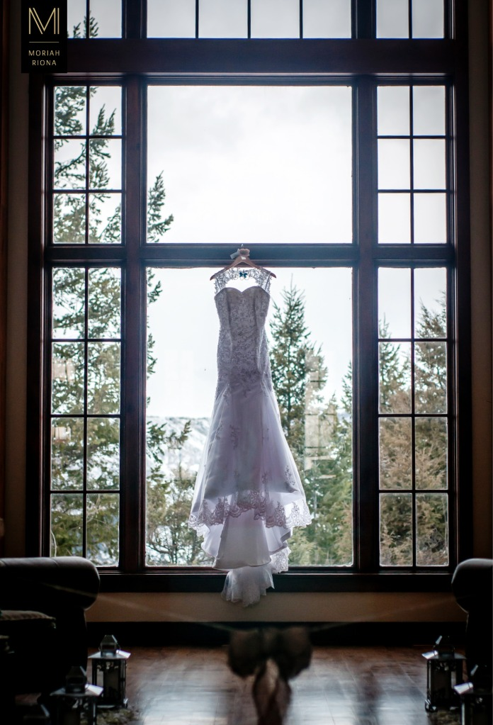 Lace wedding gown in window at Vail mansion | © Moriah Riona, 2016