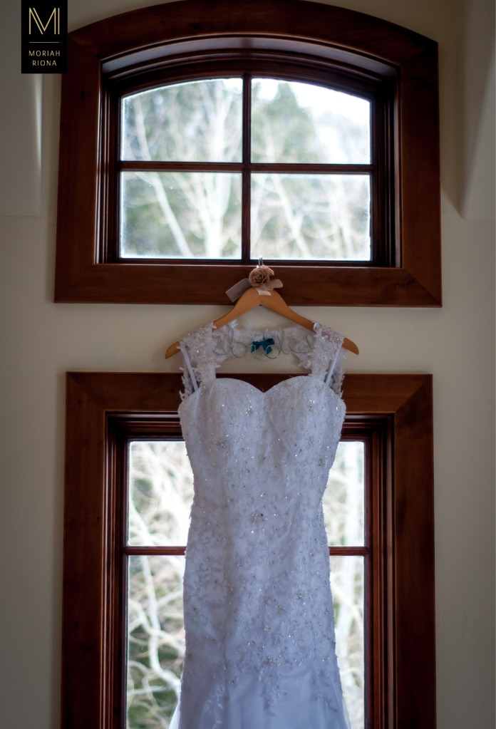 Lace wedding gown at Vail wedding by Moriah Riona | Colorado Springs Wedding Photographer