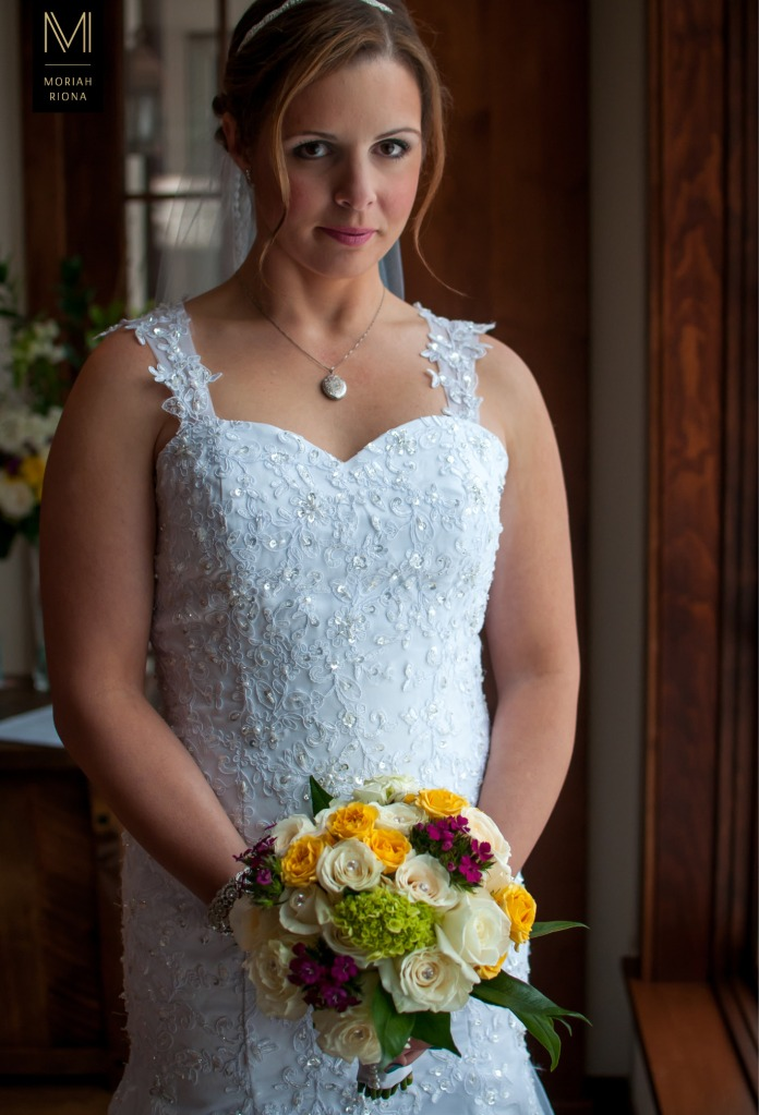 Stunning bride with colorful bouquet | by Colorado wedding photographer, Moriah Riona