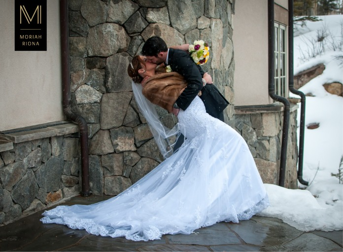 Bride and groom at snowy winter wedding in the Colorado mountains | © Moriah Riona, 2016