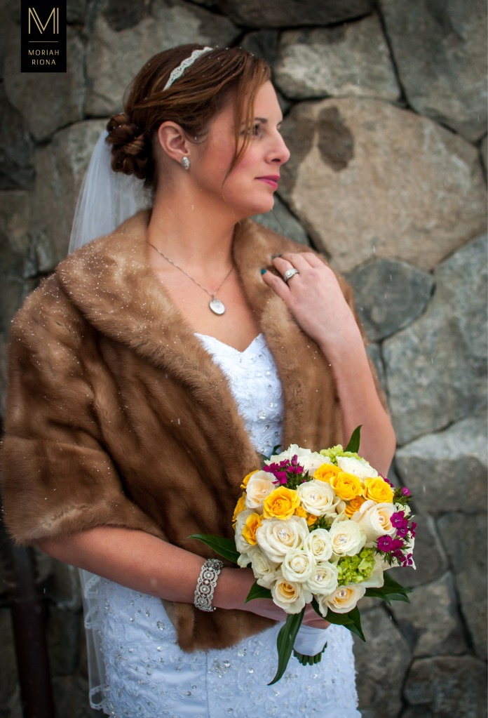 Bride wears her grandmother's vintage fur stole at intimate winter wedding in Vail, Colorado | © Moriah Riona, 2016