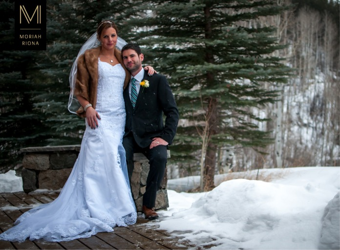 Bride and groom in the snow | Colorado Rockies | Intimate mountain wedding by Moriah Riona