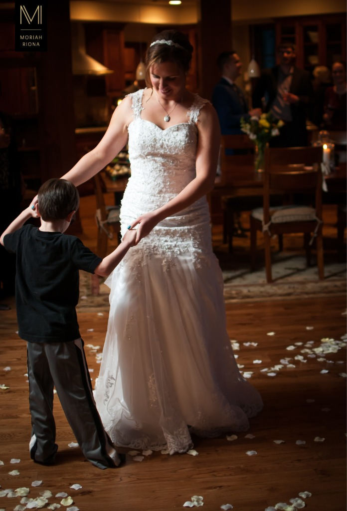 Bride dances with adorable ringbearer | Vail, Colorado | © Moriah Riona, 2016