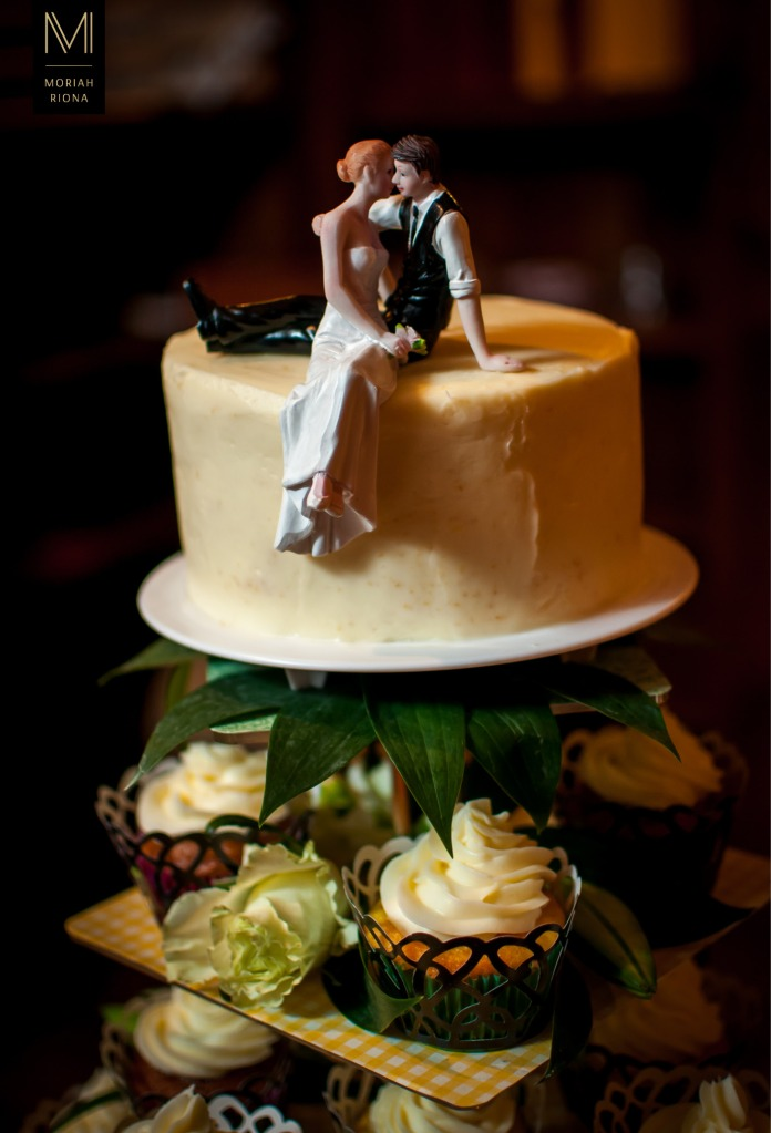 Wedding cake and cupcakes at intimate mountain reception | Colorado Springs photographer, Moriah Riona