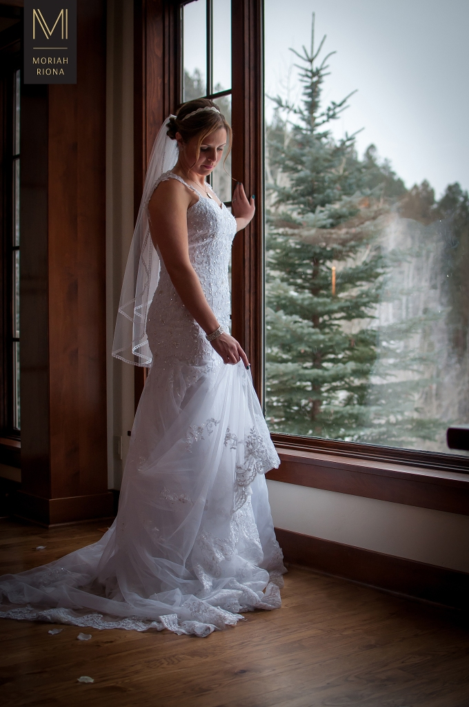 Stunning bride at Vail wedding | photography by Moriah Riona